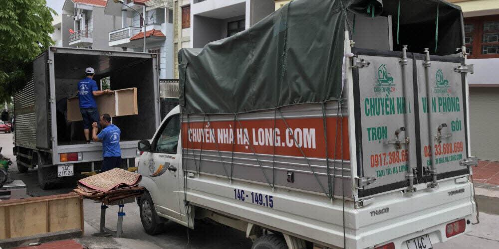Xe tải chở đồ đạc gia đình